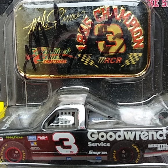 Autographed Series #3 Mike Skinner 1/64 scale